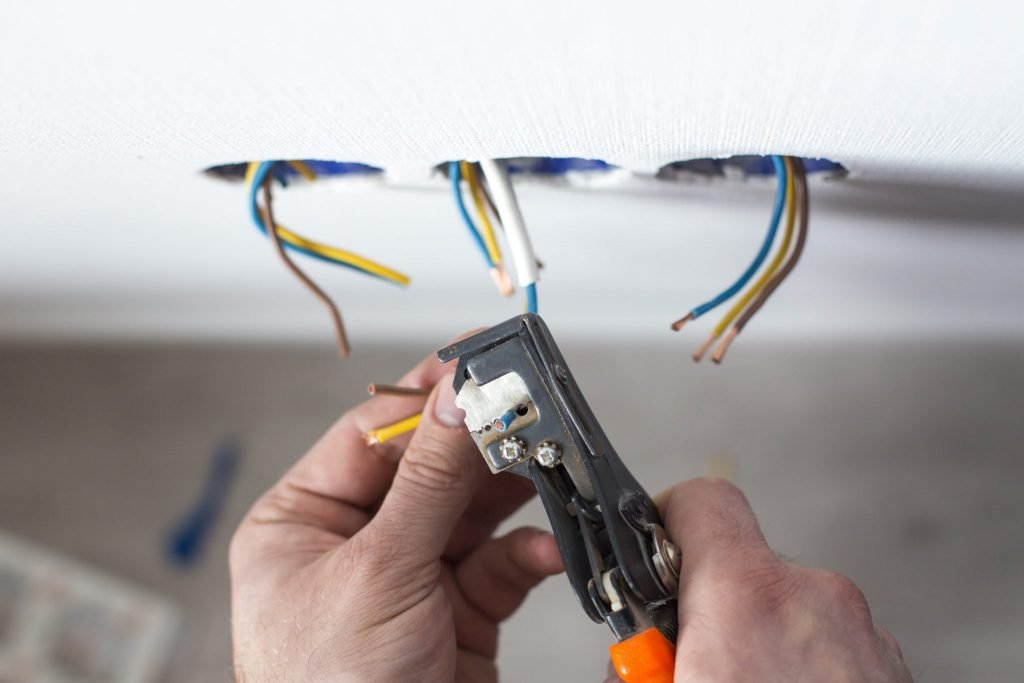 When to call an electrician in penticton naramata pilot electric whether its difficult to find a free outlet for your charger or youre experiencing less than perfect electrical service do it yourself electrical work is solutioingenieria Gallery